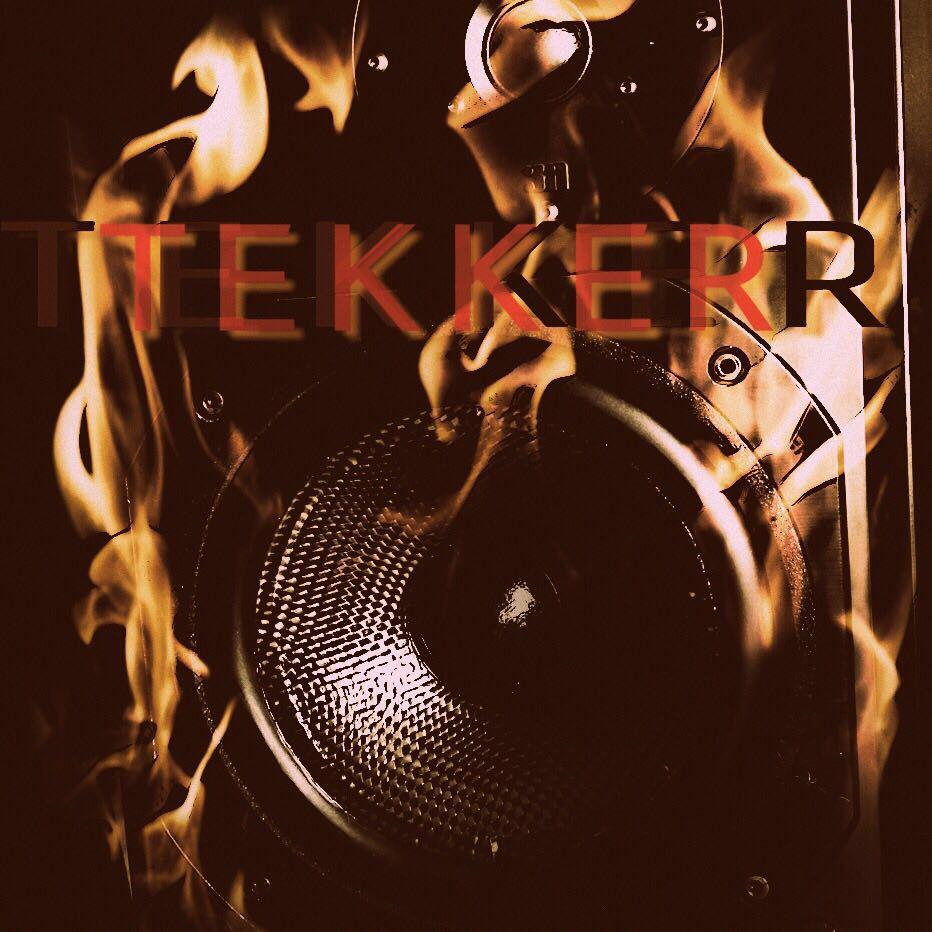 TEKKER Logo brennender Verstärker