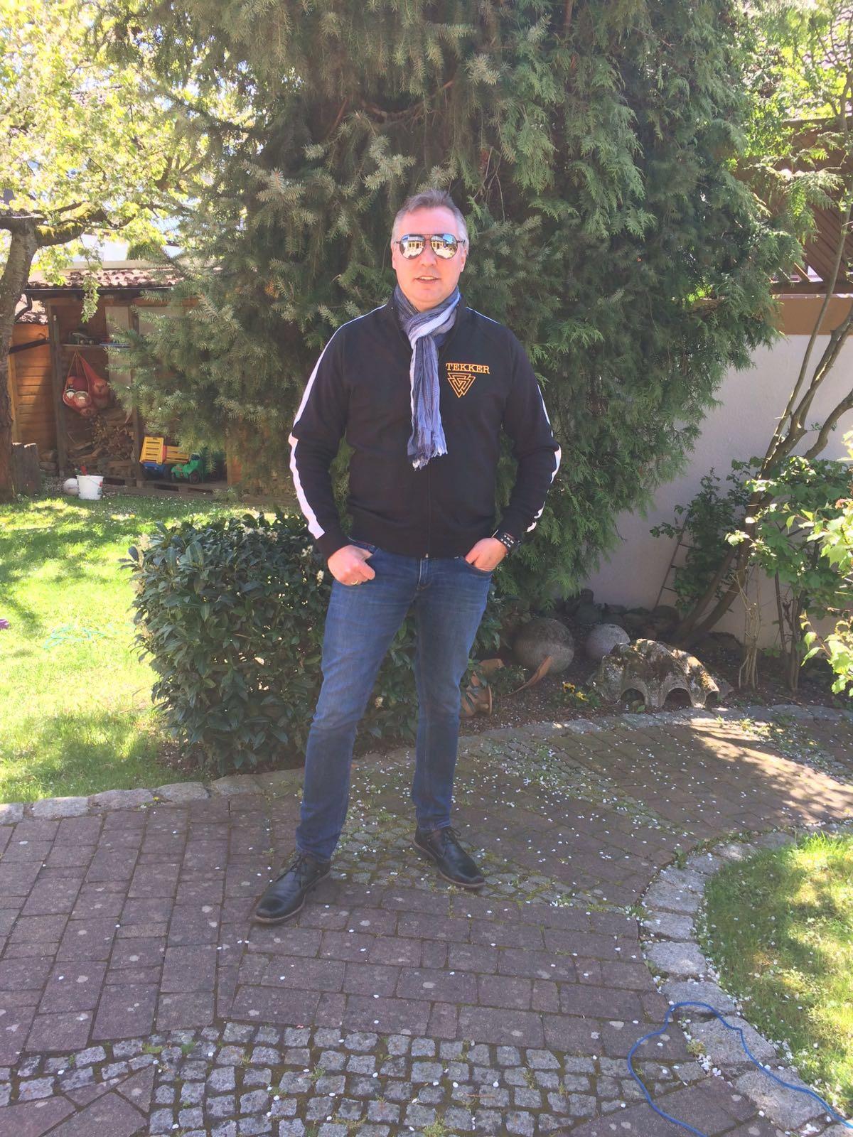 Wolle im Garten mit TEKKER Jacke